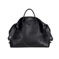 hbsg-givenchy-antigona-soft-bags-men-fall-2020_0001_GIVENCHY_MEN_W20_ACC_12-700x700.jpg