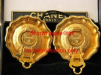 Gold and pearl clips Vintage.jpg