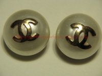 Round Plate embossed Pearl Clips face.jpg