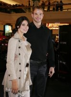 gallery_main-kellan-lutz-ashley-greene-illinois-new-moon-photos-11112009-13.jpg