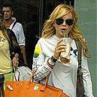 Знаменитости выбирают сумку Chanel Boy